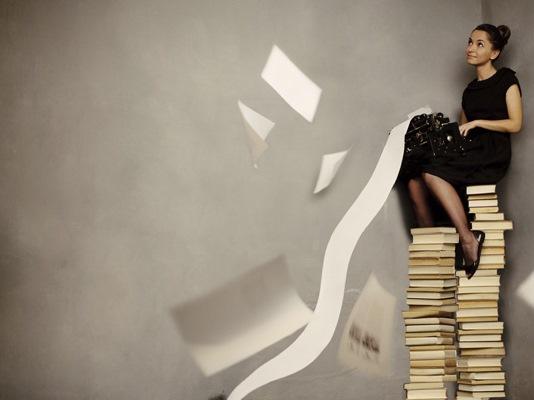 író nő
