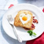 Szívmelengető reggeli szíved választottjának – Szívecskés tojásos pirítós