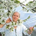 """""""Gyerekkoromban ebből a kertből éltünk"""" – Interjú Baricz Kati fotóművésszel"""