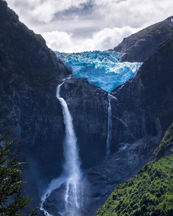 bemytravelmuse Chileben, a Queulat Nemzeti Parkban fotózott.