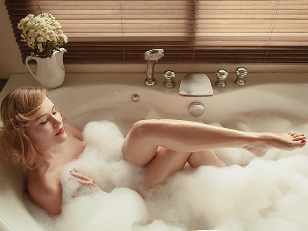 nő-kádban-relaxál