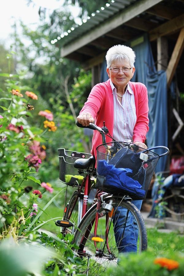 ...Kontha Benőné Piroskát, aki adományokból építtet hospice-házat.