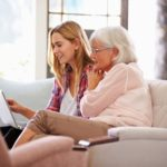 Tippek, hogy idősebb rokonaitok is bátran és magabiztosan használják az internetet