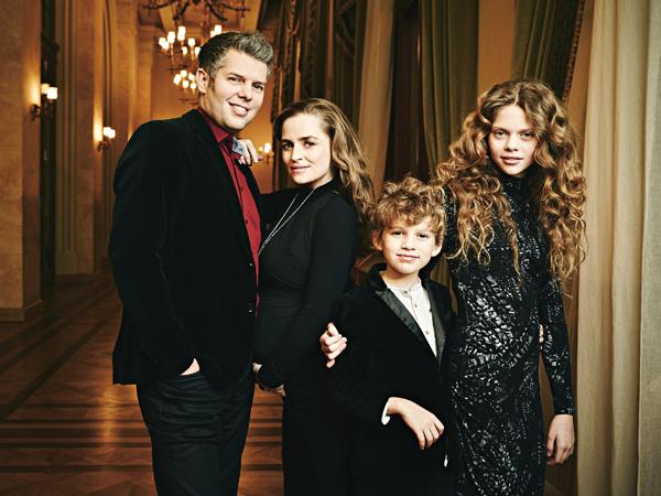 Hírnév, gyerekek és a harmadik baba – Interjú Kokas ...