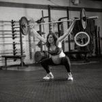 A női test határtalan erejét hirdeti a terhes anyuka edzőtermes képeivel