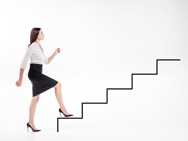 nő-lépcső