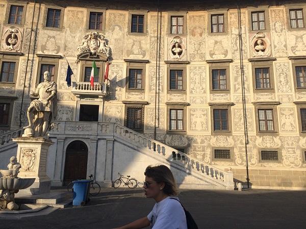 2-iskola-a-piazza-dei-cavalierin-pisaban.jpg