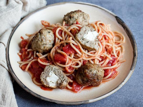 Paradicsomos spagetti fetás húsgolyóval